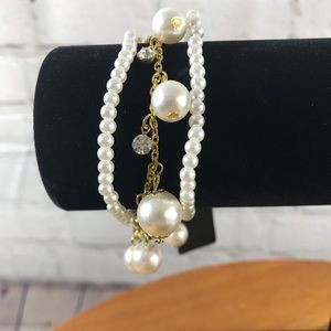 Beautiful White Faux Pearl and Gold Tone Bracelet